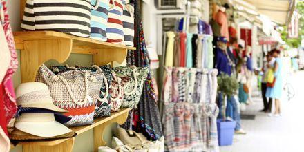 Shopping i Skiathos stad, Grekland.