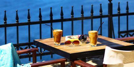 Café i Skiathos stad, Grekland.