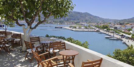 Utsikt över Skopelos stad, Grekland.