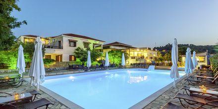 Poolområdet på Skopelos Holidays Hotel & Spa.