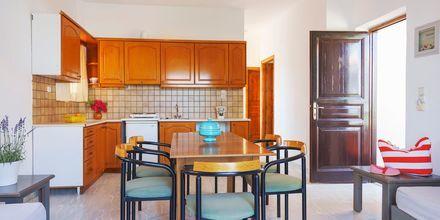 Trerumslägenhet på hotell Sonio Beach i Platanias på Kreta, Grekland.