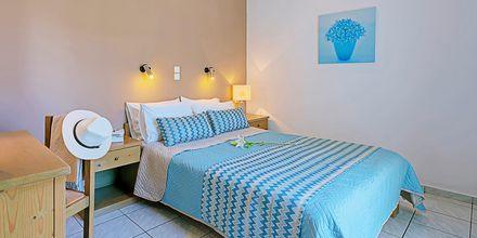 En/tvårumslägenhet på hotell Sonio Beach i Platanias på Kreta, Grekland.