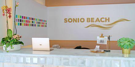 Reception på hotell Sonio Beach i Platanias på Kreta, Grekland.