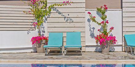 Poolområdet på hotell Sonio Beach i Platanias på Kreta, Grekland.
