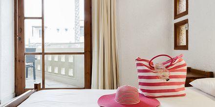 Trerumslägenhet på hotell Sophia Beach i Platanias på Kreta, Grekland.