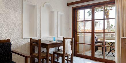 Trerumslägenhet på hotell Sophia Beach i Platanias, Kreta.