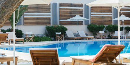 Poolområdet på hotell Ideal Beach på Kreta, Grekland.