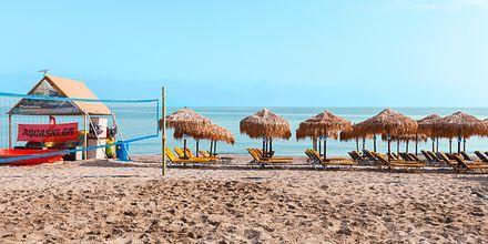 Stranden vid hotell Ideal Beach i Platanias på Kreta, Grekland.