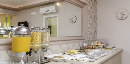 Frukost på hotell Spiros i Naxos stad, Grekland.