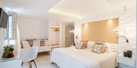 Enrumslägenhet i nedsänkt markplan på hotell Spiros i Naxos stad.