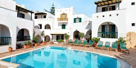 Poolområde på hotell Spiros i Naxos stad, Grekland.
