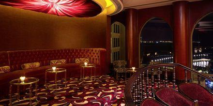 The Club på hotell St Regis Doha. Här väntar liveframträdanden, drinkar och lättare rätter.