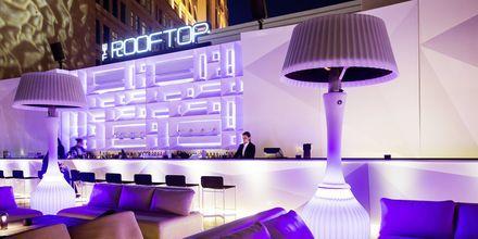 Bar på takterrassen på hotell St Regis Doha.