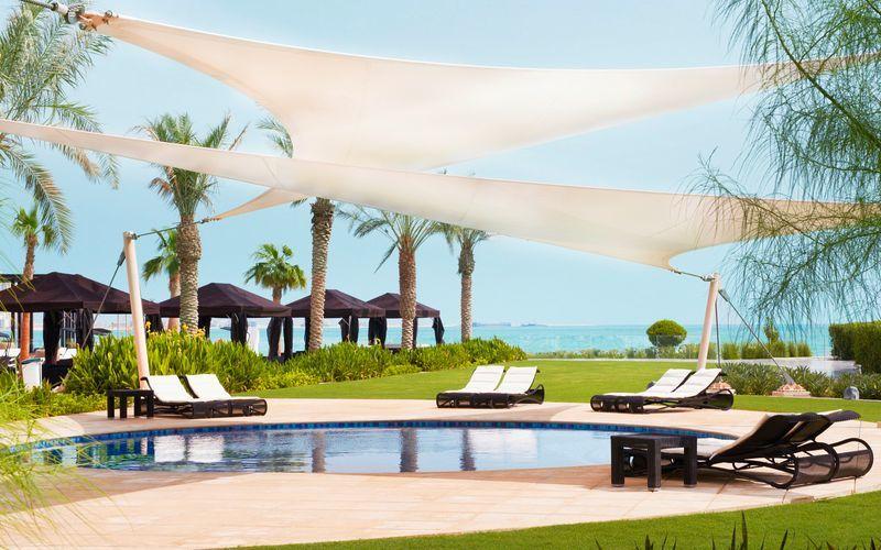 Barnpool på hotell St Regis Doha i Doha, Qatar.