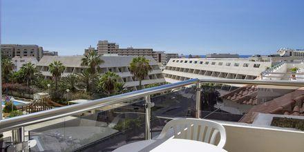 Utsikt från balkong på Stella Polaris Oro Blanco i Playa de las Americas, Teneriffa.