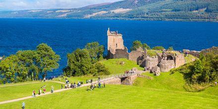 Slottet Urquhart vid floden Loch Ness i Storbritannien.