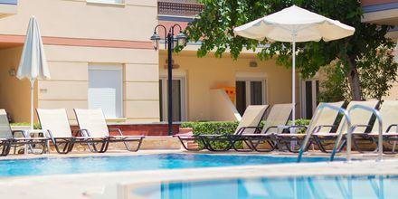 Poolområde på hotell Summer Dream i Rethymnon på Kreta.