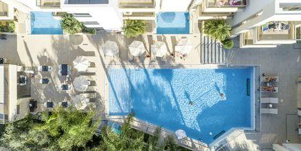 Poolområdet på hotell Summertime i Platanias på Kreta, Grekland.