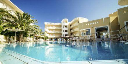 Poolområdet på hotell Sunny Bay i Kastelli, Kreta