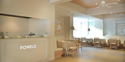 Restaurang Pomelo på hotell Sunrise Garden i Fig Tree Bay, Cypern.