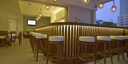 Bar på hotell Sunrise Garden i Fig Tree Bay, Cypern.