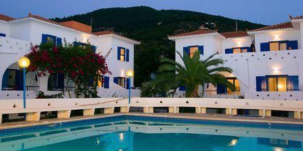 Poolen på Sunrise Village på Skopelos.