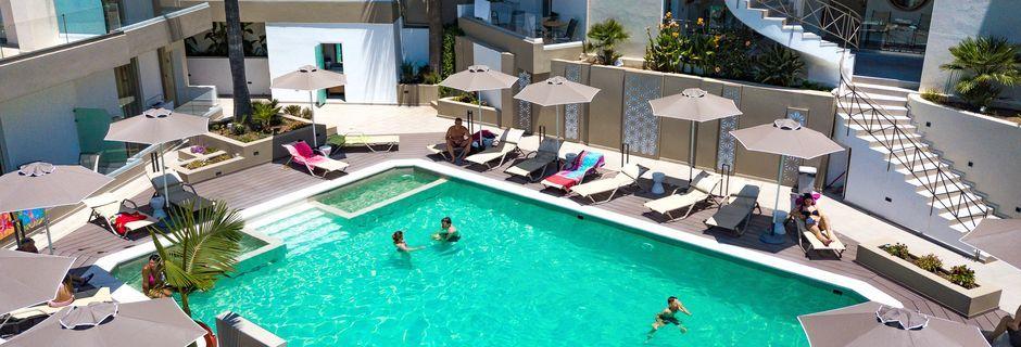 Poolområde på Sunset Boutique & Spa i Bali, på Kreta.