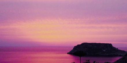 Solnedgång vid hotell Sunset i Lefkos på Karpathos, Grekland.
