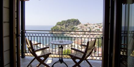 Utsikt från tvårumslägenhet på hotell Sunset i Parga, Grekland.