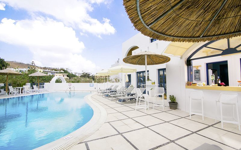 Poolen på hotell Sunshine på Santorini, Grekland.