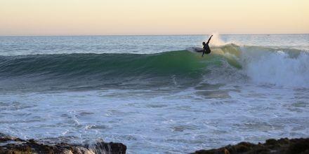 Lanzarotes förhållanden är perfekt för surfing.