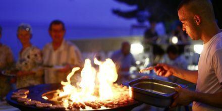BBQ på restaurangen på hotell Tamaris i Tucepi på Makarska rivieran.