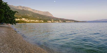 Strand vid hotell Tamaris i Tucepi på Makarska rivieran.