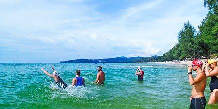 Open water-träning i vid Bangtao Beach i Phuket.