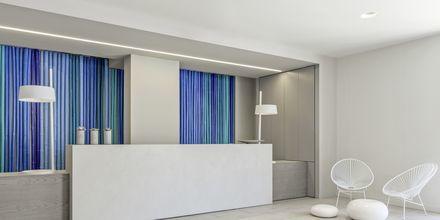Receptionen på The Bay Hotel & Suites i Vasilikos, Zakynthos.