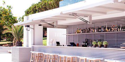 Poolbaren på The Bay Hotel & Suites i Vasilikos, Zakynthos.