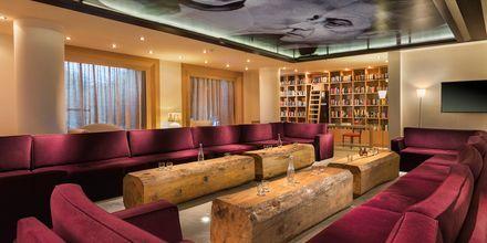 The Veranda Lounge Bar på The Island på Kreta, Grekland.
