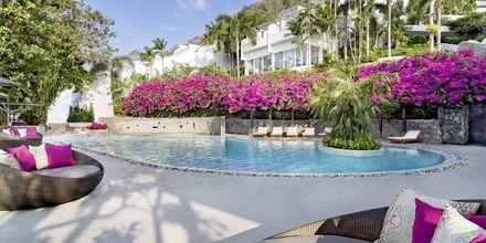 Poolområdet på hotell The Nai Harn Phuket, Thailand.