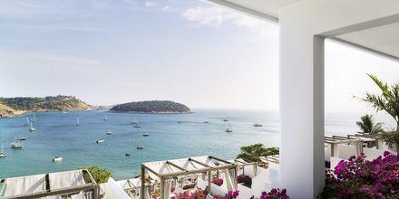 Härlig utsikt från hotell The Nai Harn på Phuket i Thailand.