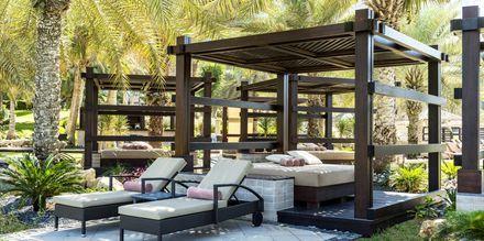 Spendera dagarna i en cabana på hotell The Westin Dubai Mina Seyahi.