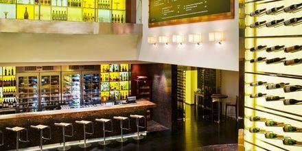 Vinbaren Oeno på hotell The Westin Dubai Mina Seyahi.