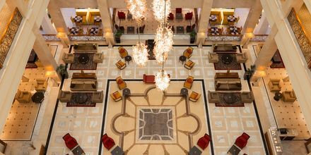 Lobby på hotell The Westin Dubai Mina Seyahi i Dubai, Förenade Arabemiraten.