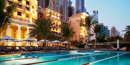 Pool på hotell The Westin Dubai Mina Seyahi i Dubai, Förenade Arabemiraten.