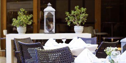 Restaurang på hotell Theartemis Palace på Kreta, Grekland.