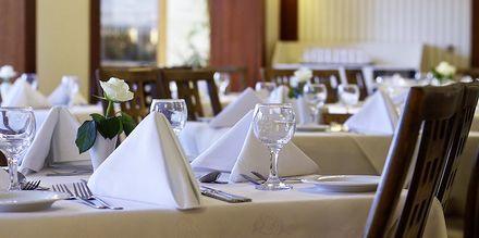 Restaurang Daphne på hotell Theartemis Palace på Kreta, Grekland.