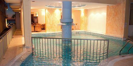 Pool på hotell Theo i Rethymnon, Kreta.