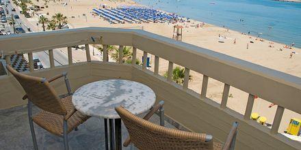 Utsikt från enrumslägenhet på hotell Theo i Rethymnon, Kreta.