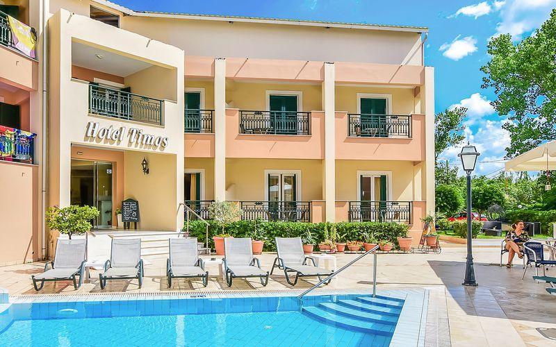 Poolområdet på hotell Timos i Laganas, Zakynthos.