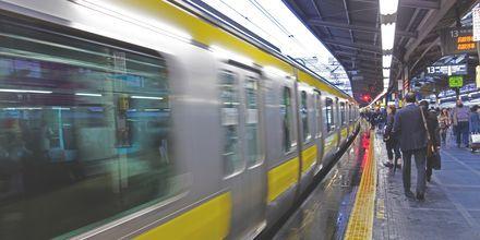 Tunnelbanan i Tokyo tar dig kors och tvärs över hela staden.