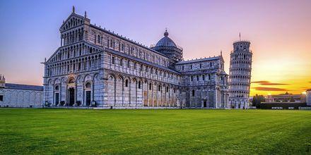 Lutande tornet i Pisa är en av världens mest kända sevärdheter.
